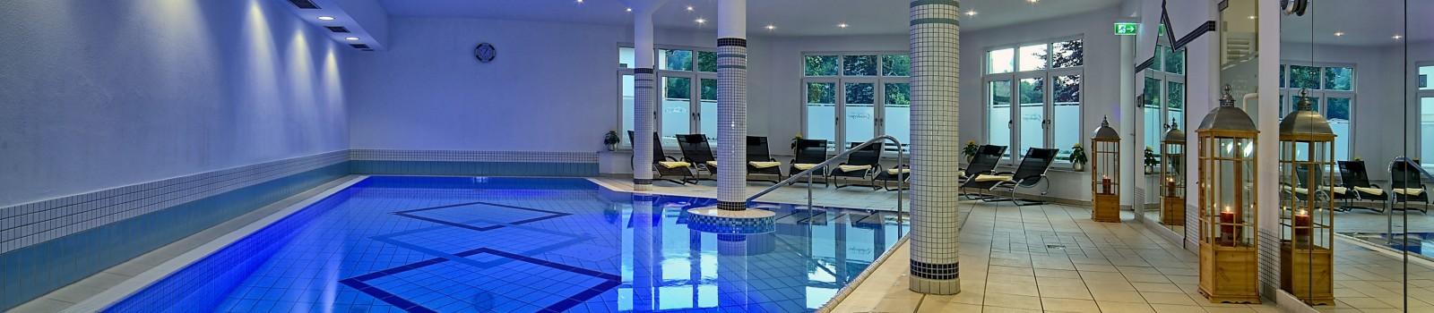 Schwimmbad im Hotel Grünberger